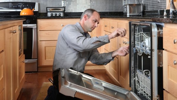 Experienced Home Appliance Repair Technicians